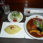 KATZ - 鶏もも1本季節のお野菜のスープカリーとBセット(ワインとミニサラダ)