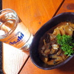番屋 - 日本酒(300円)とツブとウニの和え物(450円)