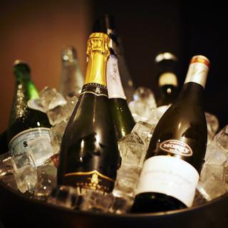 フランス、イタリア、カリフォルニアワインを中心にご用意