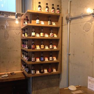 純米酒専門YATA 渋谷店 - 目移りしてしまう、楽しいお醤油棚