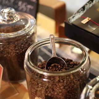 量り売りで焙煎したての珈琲豆を販売しております。
