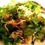 """アジアン・ニューヨーク - 御飯の上に、""""豚のそぼろ/野菜のなます/ナッツ類/ハーブ/野菜各種の具沢山"""