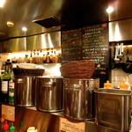 アジアン・ニューヨーク - 厨房の上には「本日のおすすめMenu」が書かれている