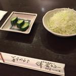 元祖やきかつ 桃タロー - 定食はメイン以外にこちらと御飯、お味噌汁が付きます