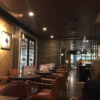 オスロ コーヒー 横浜ジョイナス店 - 店内