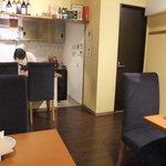 神楽坂 イルカンポ  - キッチンの見える店内