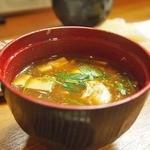 寿楽 - 卵が入った赤出汁