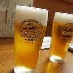 寿楽 - 生はグラスも冷え 嬉しい お酒などは定番の飲みやすいものが