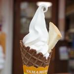 山村みるくがっこう - みるくなソフトクリーム(ココアコーン・250円)