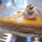 チリン - デザートに、レモンチーズタルトも。 来るたびに、美味しそうなケーキがいろいろあって いつも迷っちゃいます。