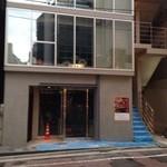 純米酒専門YATA - 店舗ビル外観(向かって右奥からエレベーターで店に)