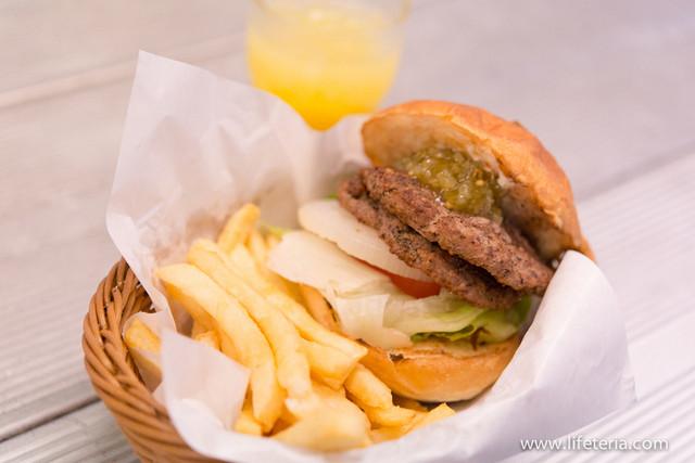 J.S. BURGERS CAFE 新宿店 - ハンバーガー+エクストラパテ+ポテト大盛り【2015年6月】