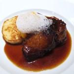 GINZA HABSBURG VEILCHEN - 梅山豚肩肉の赤ワイン煮込み              サビエッテンクヌーデルを添えて