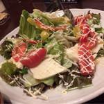 大衆個室居酒屋 本気家 分家 - トマトとモッツァレラのサラダ