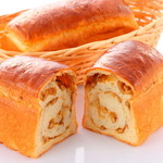 パン デ モンテ - 料理写真:甲州味噌とくるみロイヤルブレッド   ¥520