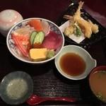 39402815 - 海鮮ちらし御膳 1750円(海鮮ちらし、天ぷら、茶碗蒸し、味噌汁)