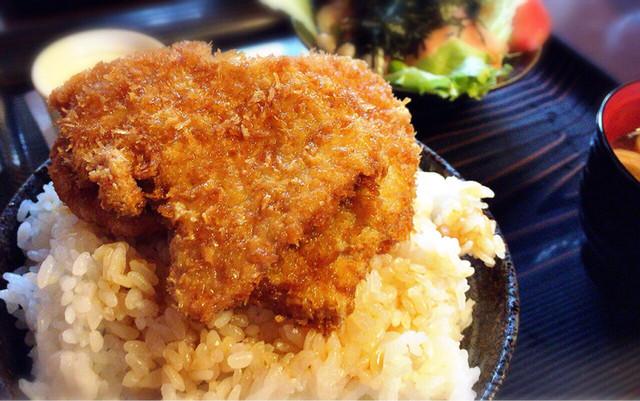 とんかつ政ちゃん 青山店 - 特製かつ丼