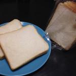 39413937 - 食パンは牛乳でつくる