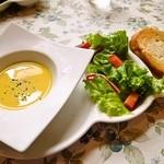 チルコロ・イル・ピッコロ・カンポ - スープ&ミニサラダ&バケット