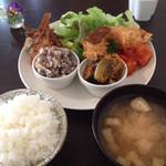 カメイノ食堂 - 4種のそうざいプレート+2種のデザートセットのお惣菜プレート  900円