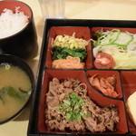 39420188 - ¥799の焼肉定食。