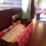 さくらさく - 店内 テーブル席 ②