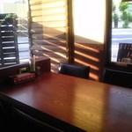 さくらさく - 店内 テーブル席 ③