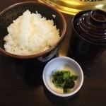 39425495 - 極上高千穂牛ランチ ご飯・味噌汁・漬物('15.06)