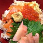 ひょうたん寿し - 鮭いくら丼