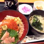 ひょうたん寿し - 鮭いくら丼定食880円
