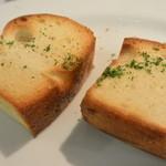 トラットリア アルベロ - セットの自家製パン