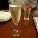 ひとつぶ - スパークリングワインと日本酒