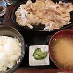 松山食堂 - あぐーしょうが焼き定食・1800円