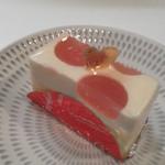 patisserie la feve  - レアチーズケーキ さっぱり目 本日のジュレは桃 2回目の購入分