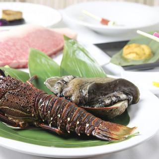 その日仕入れた新鮮な魚介類を目の前で調理!