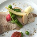 39443376 - 前菜の野菜とドロ豚