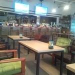 レーサーズカフェ - 広々店内