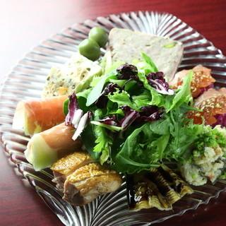 地産地消の有機野菜をふんだんに使用