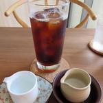 コーヒーハウス えのき - この日は暑かったので、アイスコーヒー500円を注文。ゆっくりと時間をかけて淹れて下さったコーヒーはとっても柔らかく、お店とマスターのイメージそのままの風味でした。                             量もたっぷりあります。