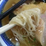 つばくら食堂 - 麺あっぷ 細い縮れ麺 日本蕎麦のような味わいがあります