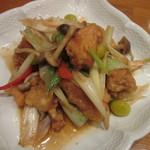 39445393 - 揚げ鶏とネギの山椒炒め