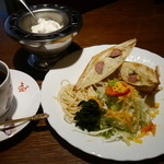 菊竹珈琲堂 - 【ホットサンドセット:荒挽きウインナーとポテト】ウインナーとマッシュポテトの旨みをギュッと詰め込みました。