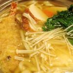 椿寿亭 - 鍋焼き〜熱いのでやけど注意!エビ天や野菜が沢山入ってて美味しかったです。