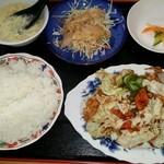 四川料理龍一番 - 本日の日替りランチ 回鍋肉  680円 ボリュームあり! 卵スープ、鶏肉のドレッシングかけ、漬物、ご飯、回鍋肉