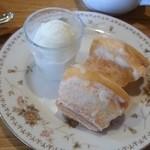 ポットベリー - 料理写真:「バウムクーヘン」珈琲セットで+150円