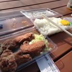 39450887 - 唐揚げ弁当 骨付きぶつ切り。味噌汁付きで島原店でテイクアウトし、公園でランチ。