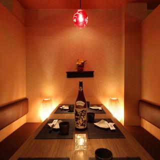 温もりあふれる間接照明が織り成す和モダン個室空間!