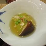 汐見 - 小鉢:「冬瓜と椎茸の煮物」