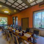 桜亭台町茶寮 - ベンガラ色の壁がレトロなサブルーム