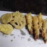 天ぷら ちはら - えび5本と野菜が出たところ